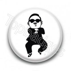 Badge : Gangnam style, chanteur Psy