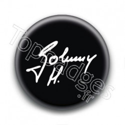 Badge : Johnny H, signature fond noir
