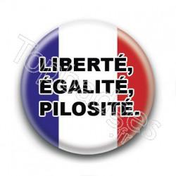 Badge : Liberté, égalité, pilosité.