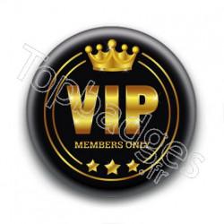 Badge : VIP, members only