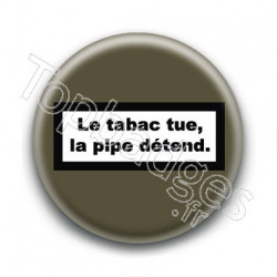 Badge : Le tabac tue, la pipe détend