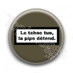 Badge : Le tabac tue, la pipe détend