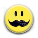 Badge : Smiley moustache fournie