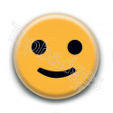 Badge : Smiley sourire timide
