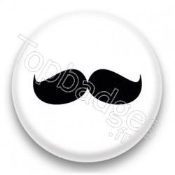 Badge Grosse moustache noire sur fond blanc