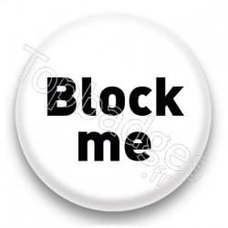 Badge Block me fond blanc