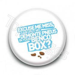 Badge : Excuse me miss...