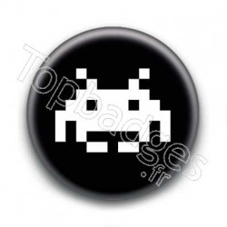 Badge Invader Pixel Noir
